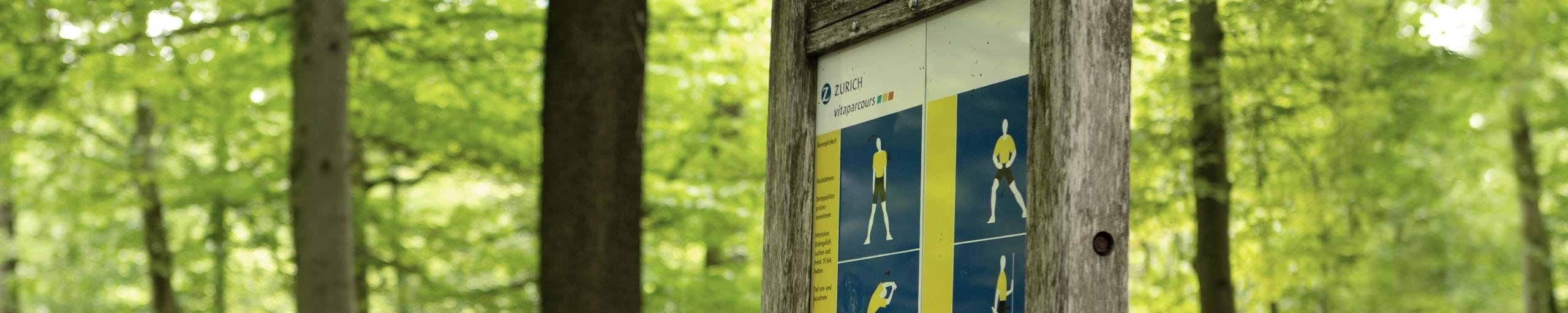 A Vitaparcours sign with excercises.